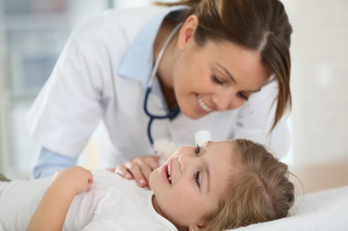 ребенок у врача сдает анализы