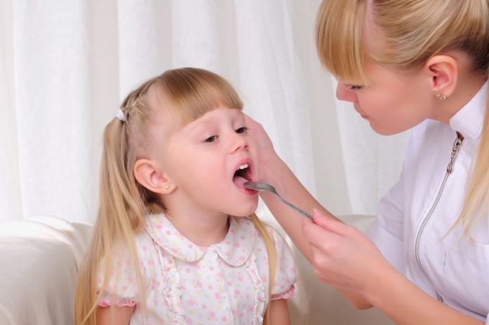 одежда как помочь ребенку с воспаленным горлом специально