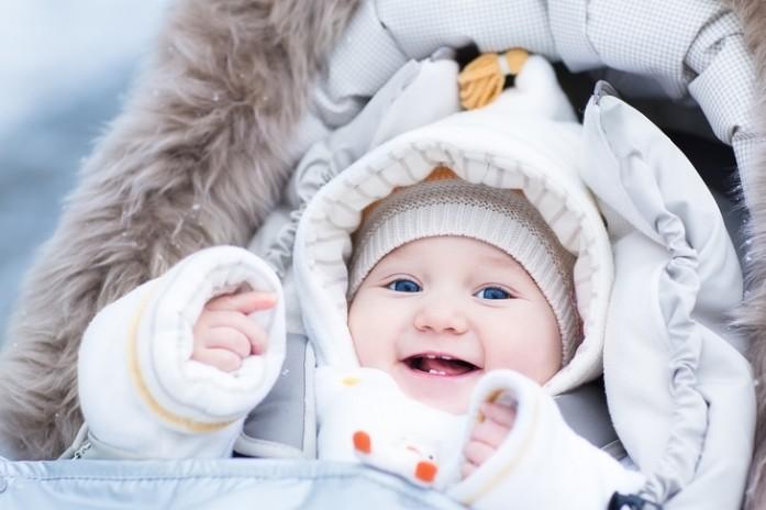 Малыш зимой с хорошим иммунитетом