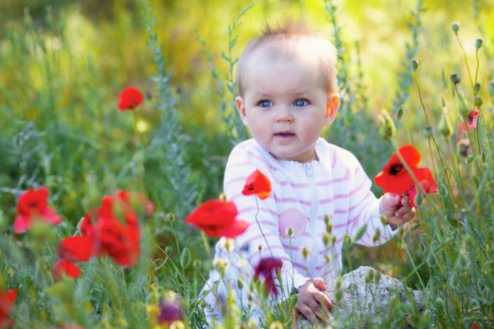 ребенок в траве