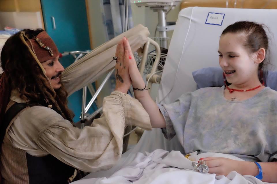 Джонни Депп в детской больнице
