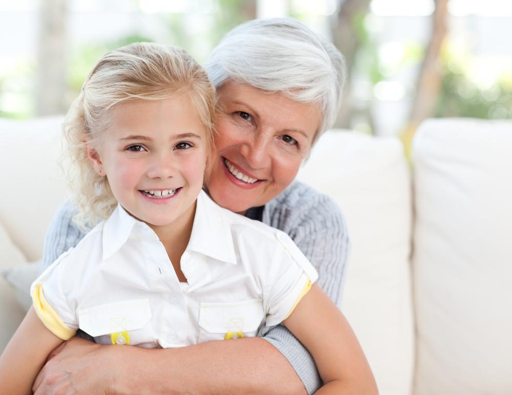 Ребенок с бабушкой на 8 марта