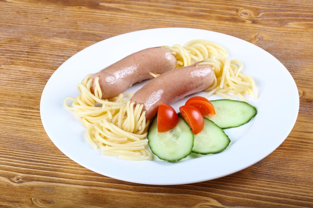 Спагетти с подливкой рецепт с сосисками