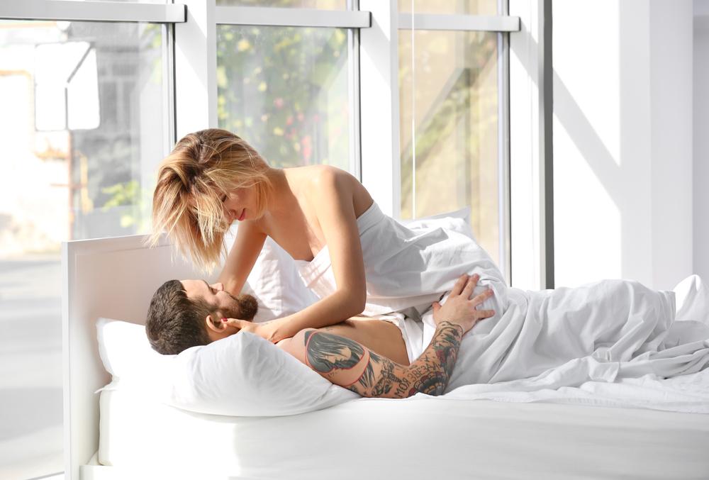 секс молодожёнов утренний
