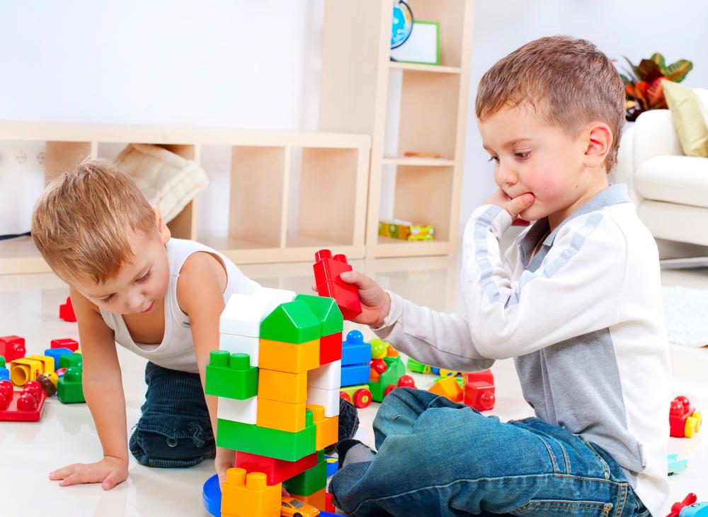 Что подарить мальчику 3-5 лет?