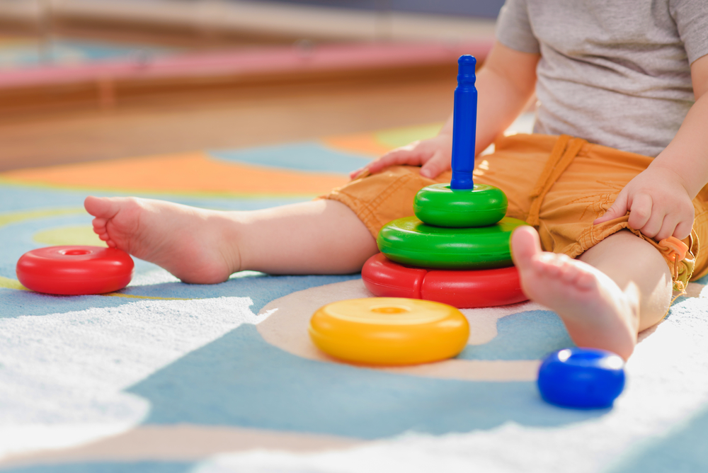 Игры и развитие: список обязательных игрушек для детей старше 1 года