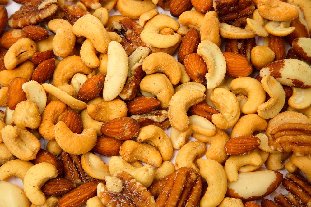 Орехи в рационе ребенка