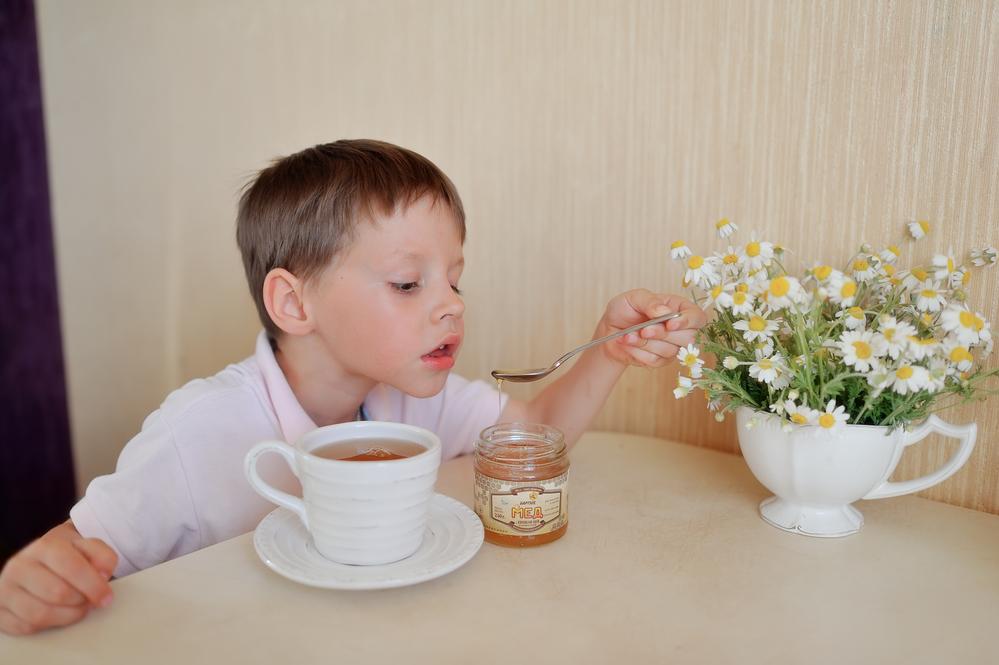 Фото дети пьют чай