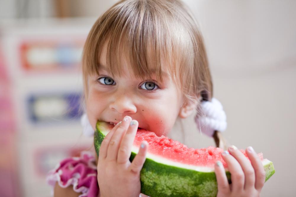 Фрукты и ягоды: с какого возраста давать ребенку?
