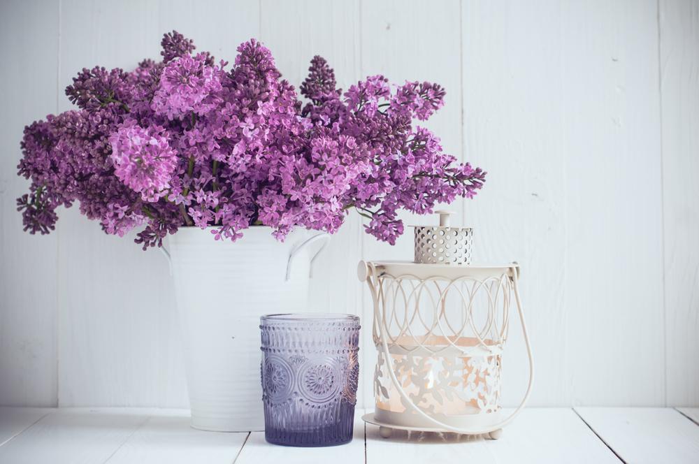 Квіти бузку на столі