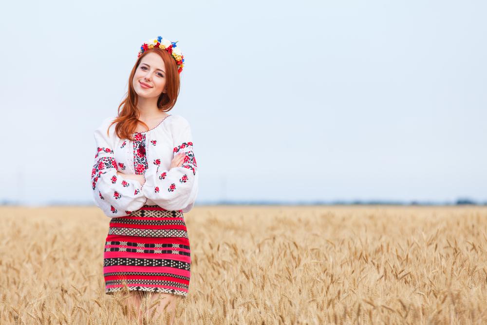 Які вишиванки вибирають зірки і прості українці  модні тренди 2017 c97b7d4844e16