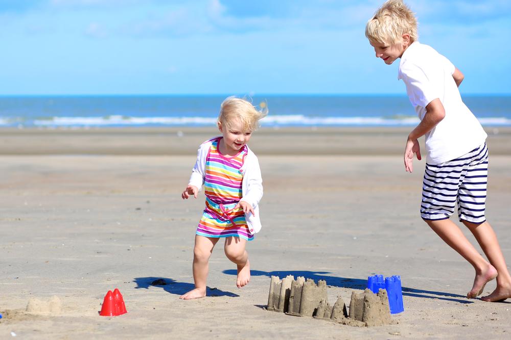 Солнечный и тепловой удар: как быстро помочь ребенку