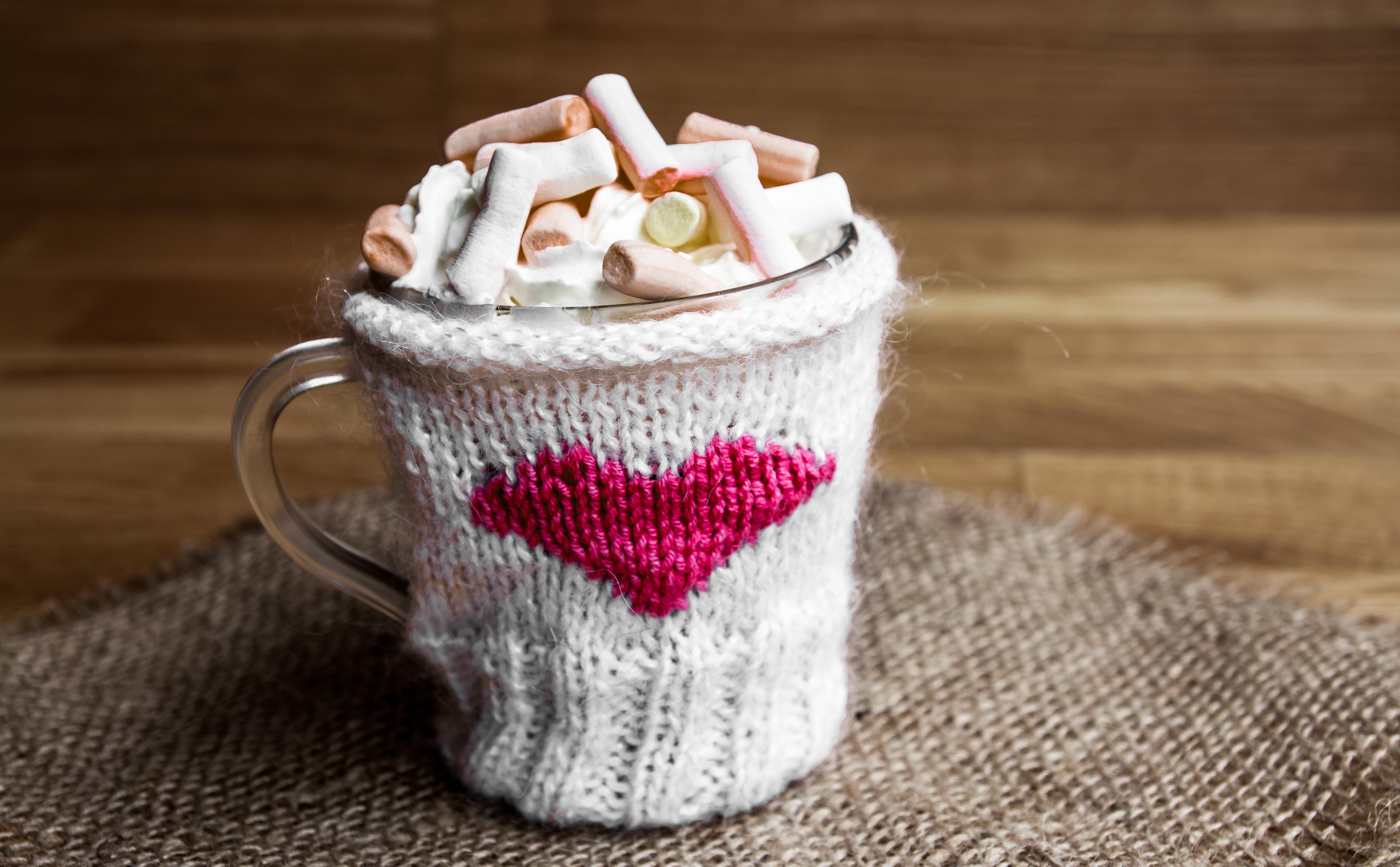 Какао с зефирками в чашке