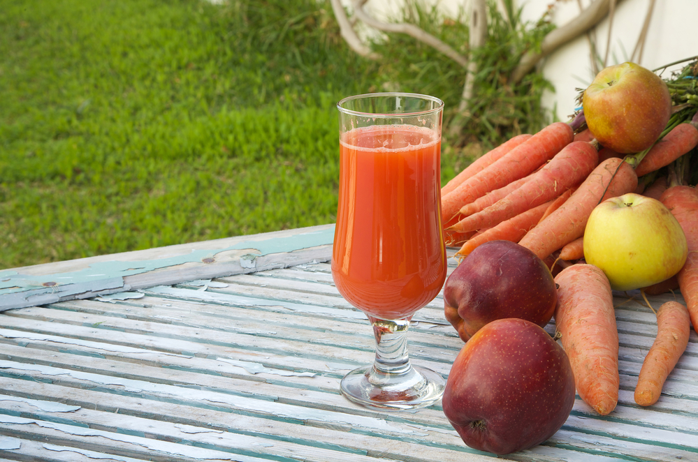 Морковный сок и яблоки от анемии и для повышения гемоглобина