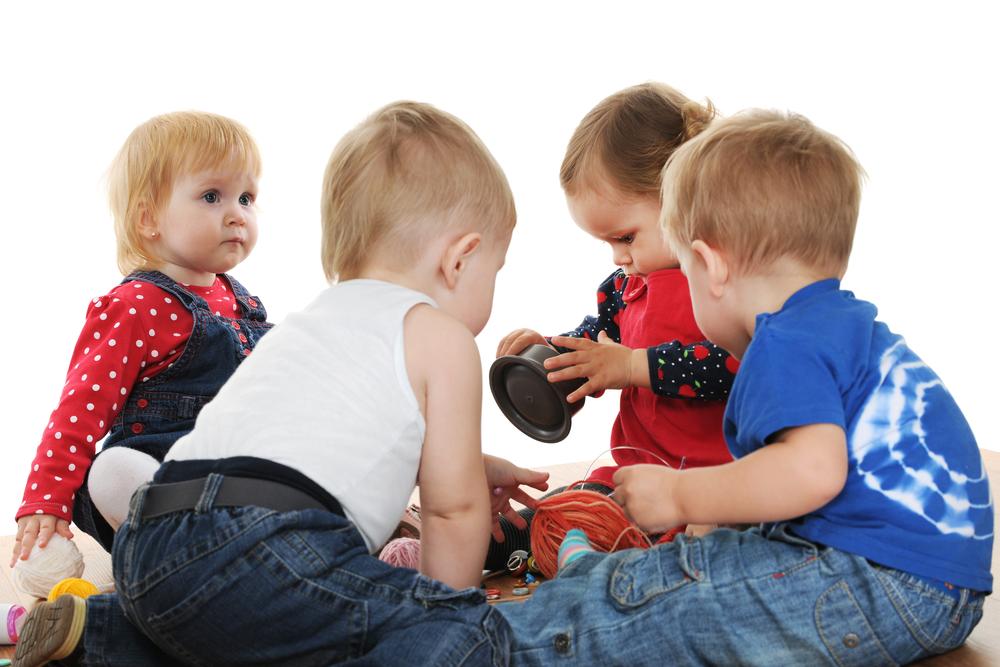 Діти грають