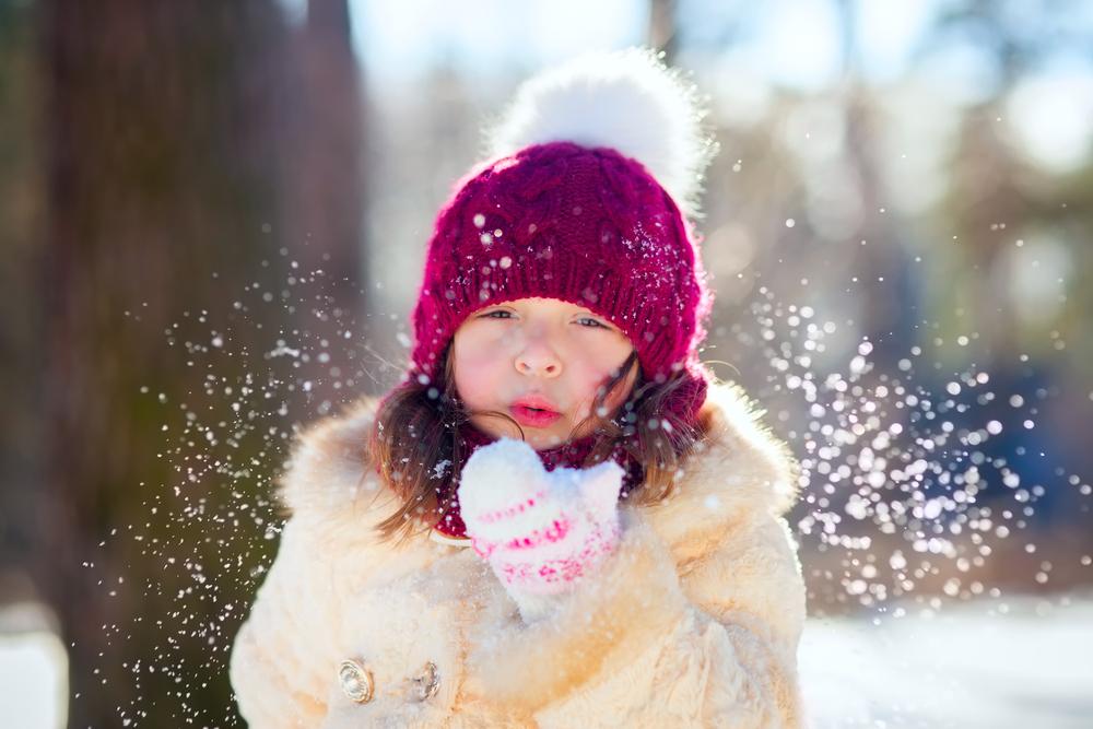 детская агрессия: как успокоить ребенка - предложи ему подуть на мяч или поиграй в воздушные пузыри
