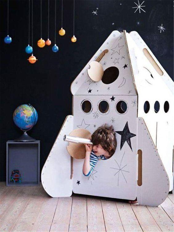 Домики из картонных коробок ракета