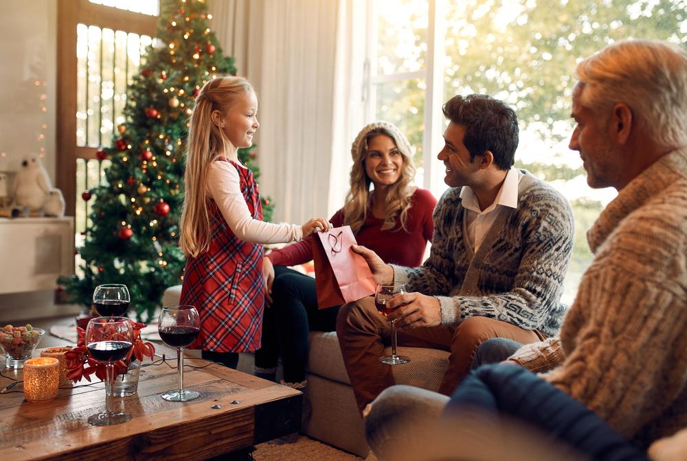 Семейная фотосессия со всеми родственниками - а фотографии потом можно подарить под елочку