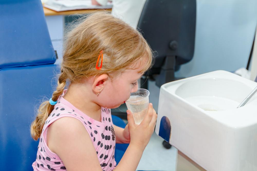 как научить ребенка полоскать горло - давай невкусную жидкость