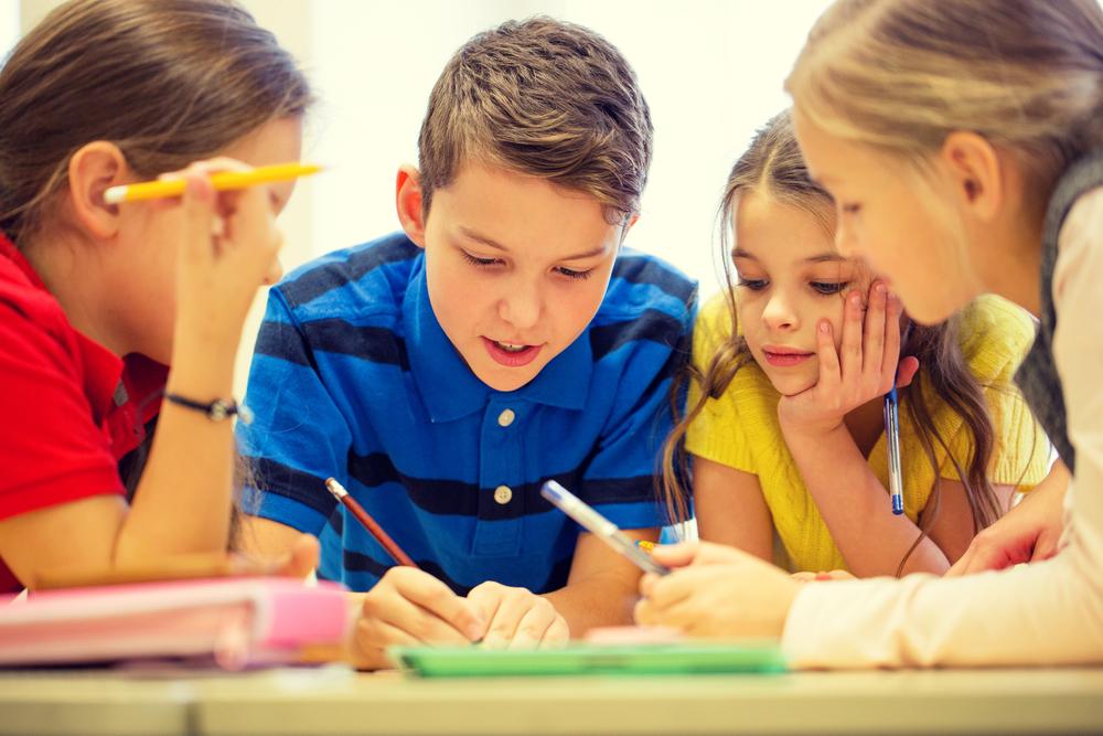 діти пишуть