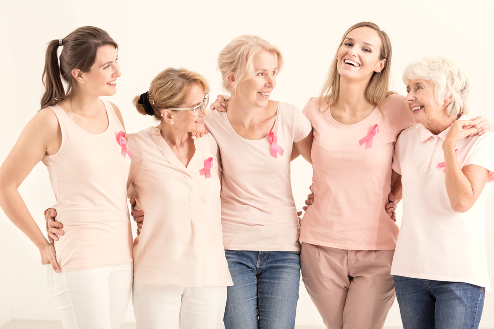 Женщины с розовыми ленточками